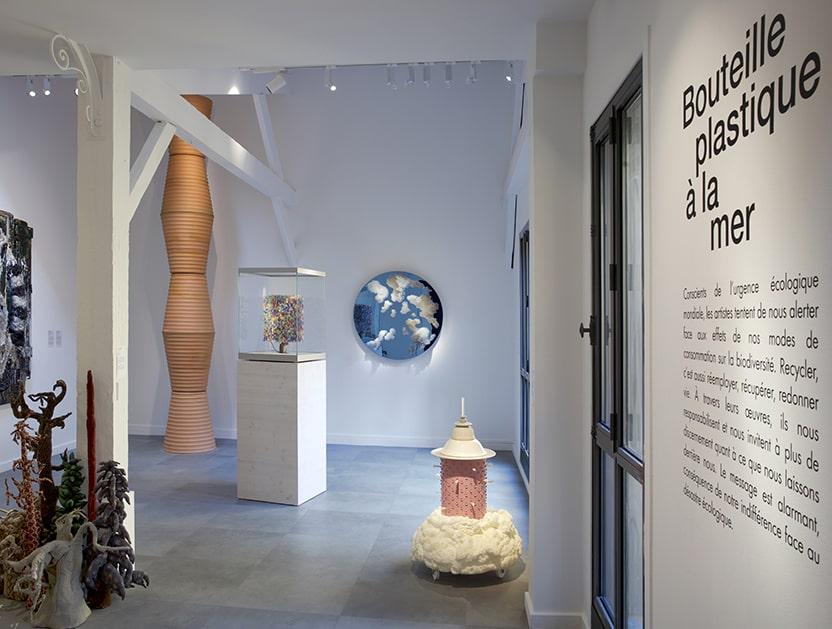 Vue de salle, Bouteille plastique à la mer, Exposition Recyclage _ Surcyclage, Espace Monte-Cristo © Betrad Hugues.