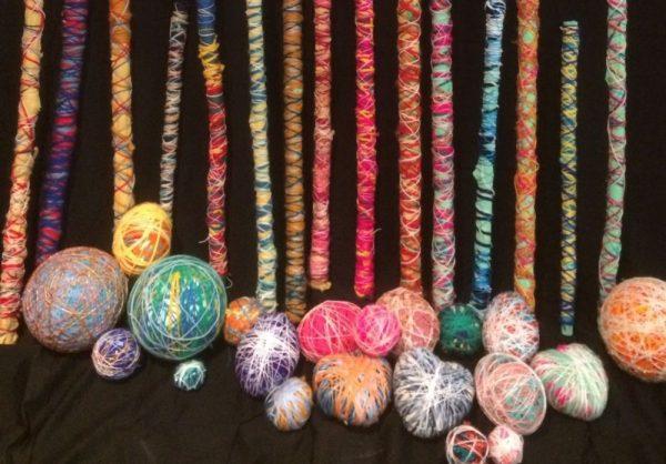 Bâtons de sorcières multicolores